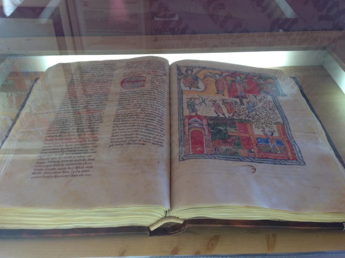 Museo Bodega Emina reproducción códice Edad Media