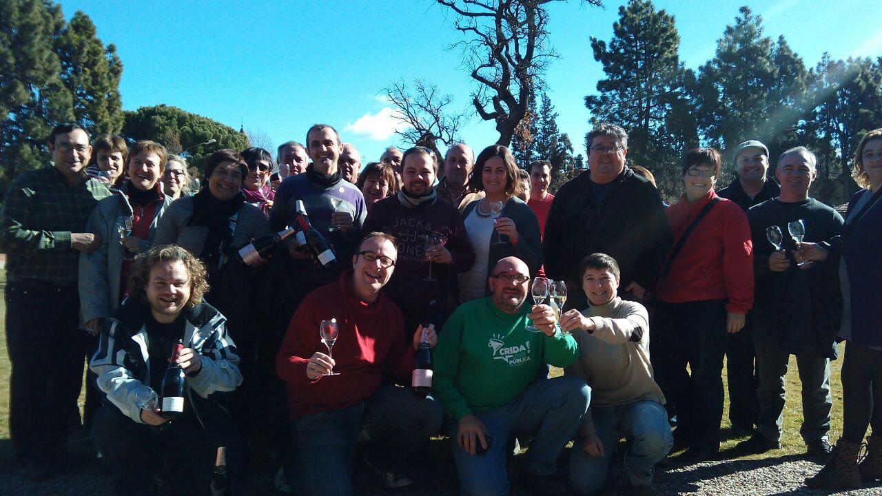 Grupo brindando con Raventós i Blanc.
