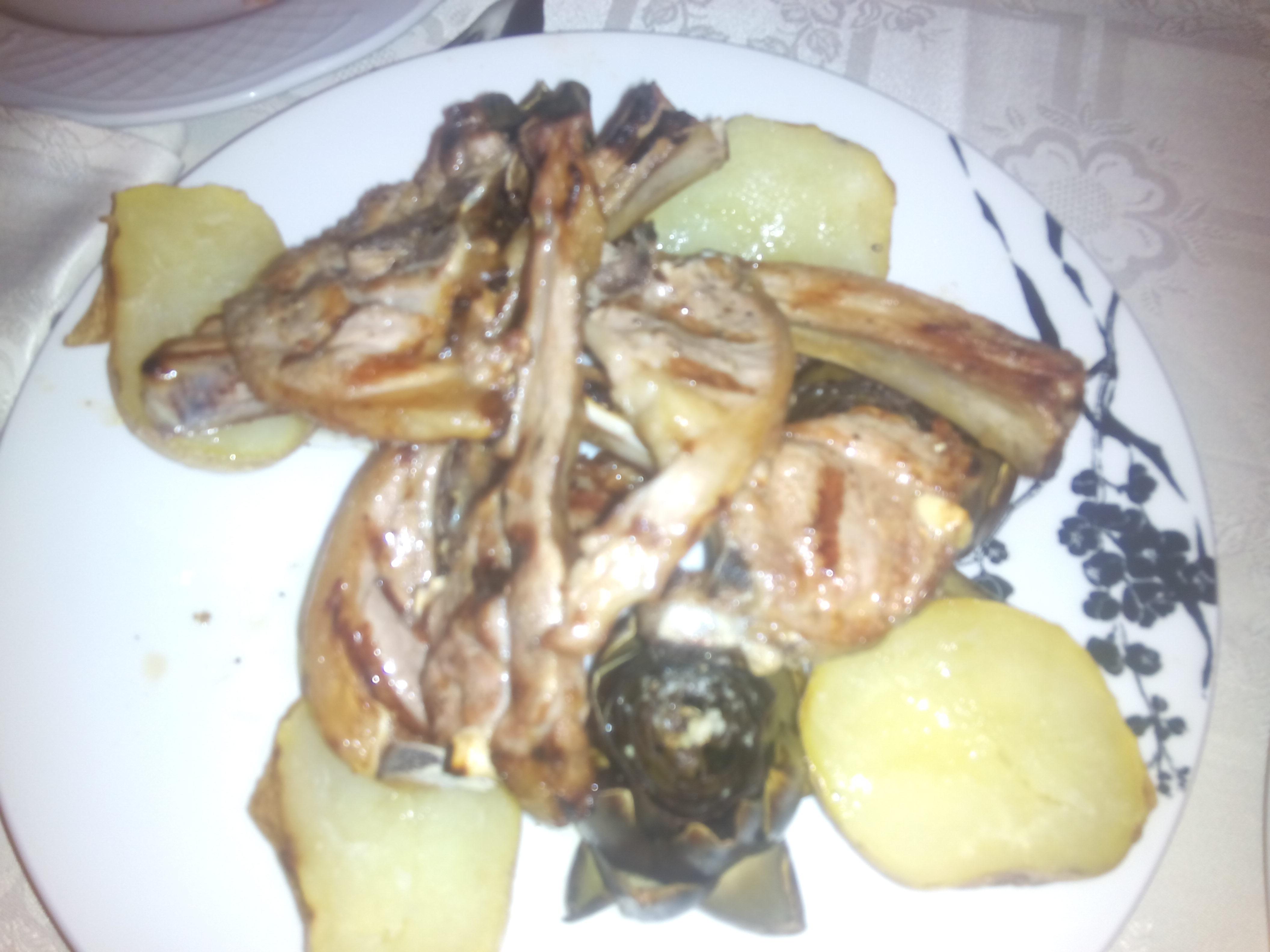 """Cordero con alcachofas y patatas """"al caliu""""..."""