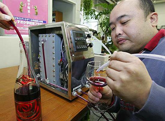 Envejecedor de vinos por electrólisis de Hiroshi Tanaka