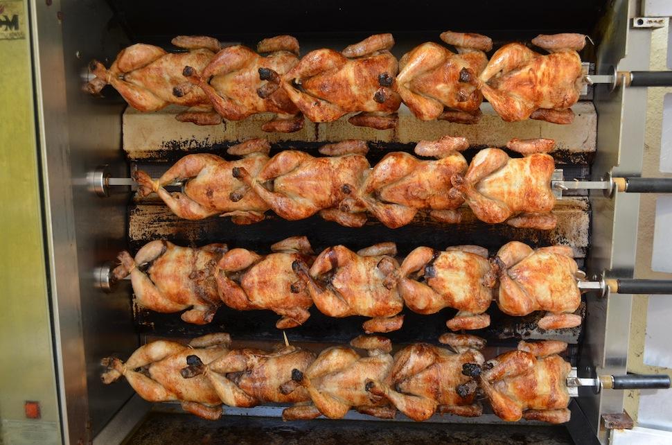 Cualquiera que haya vivido una temporada en Catalunya conoce el pollo a l'ast :-)