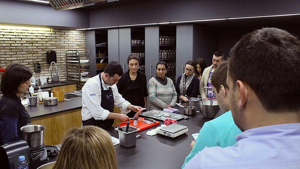 Laboratorio gastronómico Ricard Camarena by Muñoz Bosch