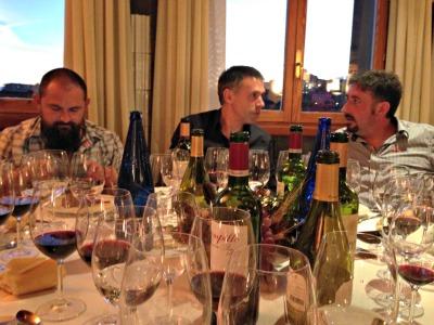 La cena y el despliegue de vinos durante la cena en Bodegas Campillo fue de auténtico lujo ¿conocéis a alguno de los foreros de la foto?