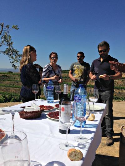Los vinos saben mejor rodeados de viña y este monovarietal de garnacha estaba buenísimo ¿verdad Miryam777 y Usuba?
