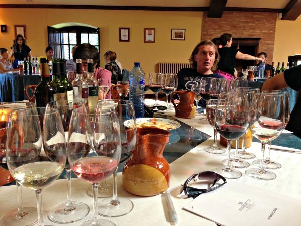Catando la extensa gama de vinos de Barón de Ley, a destacar los interesantes varietales y la complejidad del Gran Reserva y del 7 Viñas
