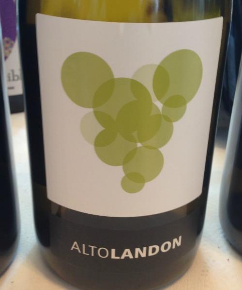 Altolandon White Chardonnay: 70l%L Chardonnay y 30% Petit Manseng