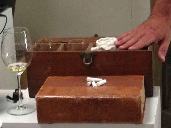El maletín de recibo de Antonio Flores