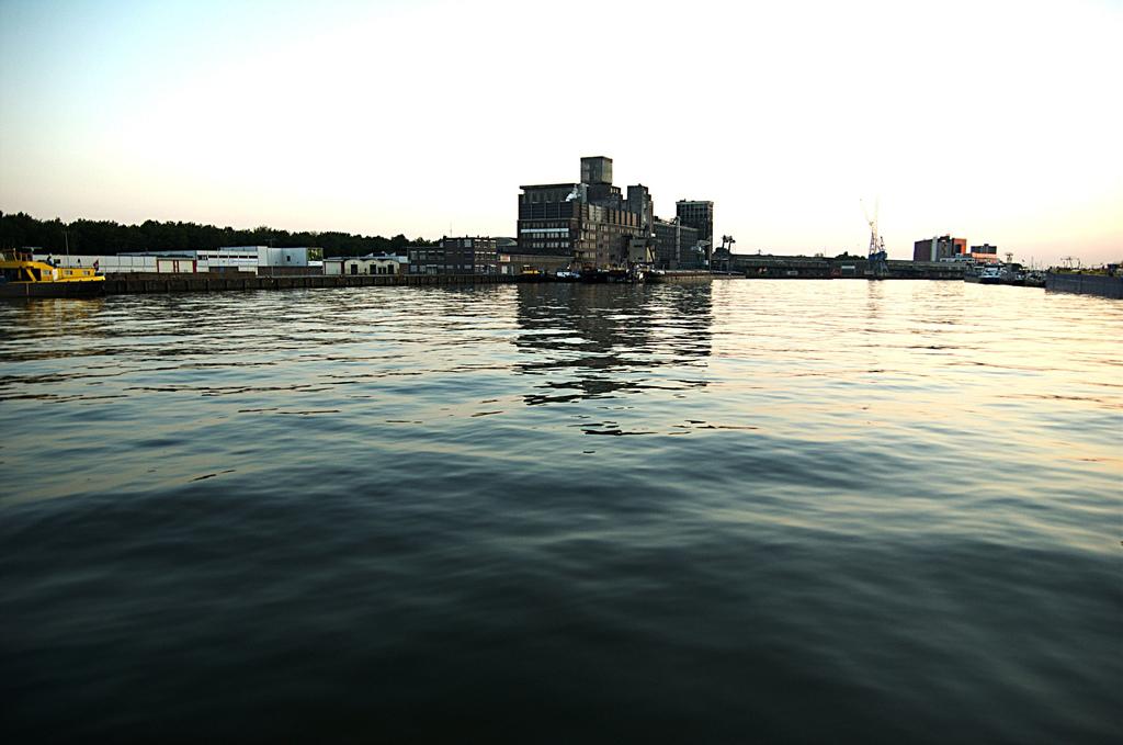 De Rijnhaven doet zijn naam recht