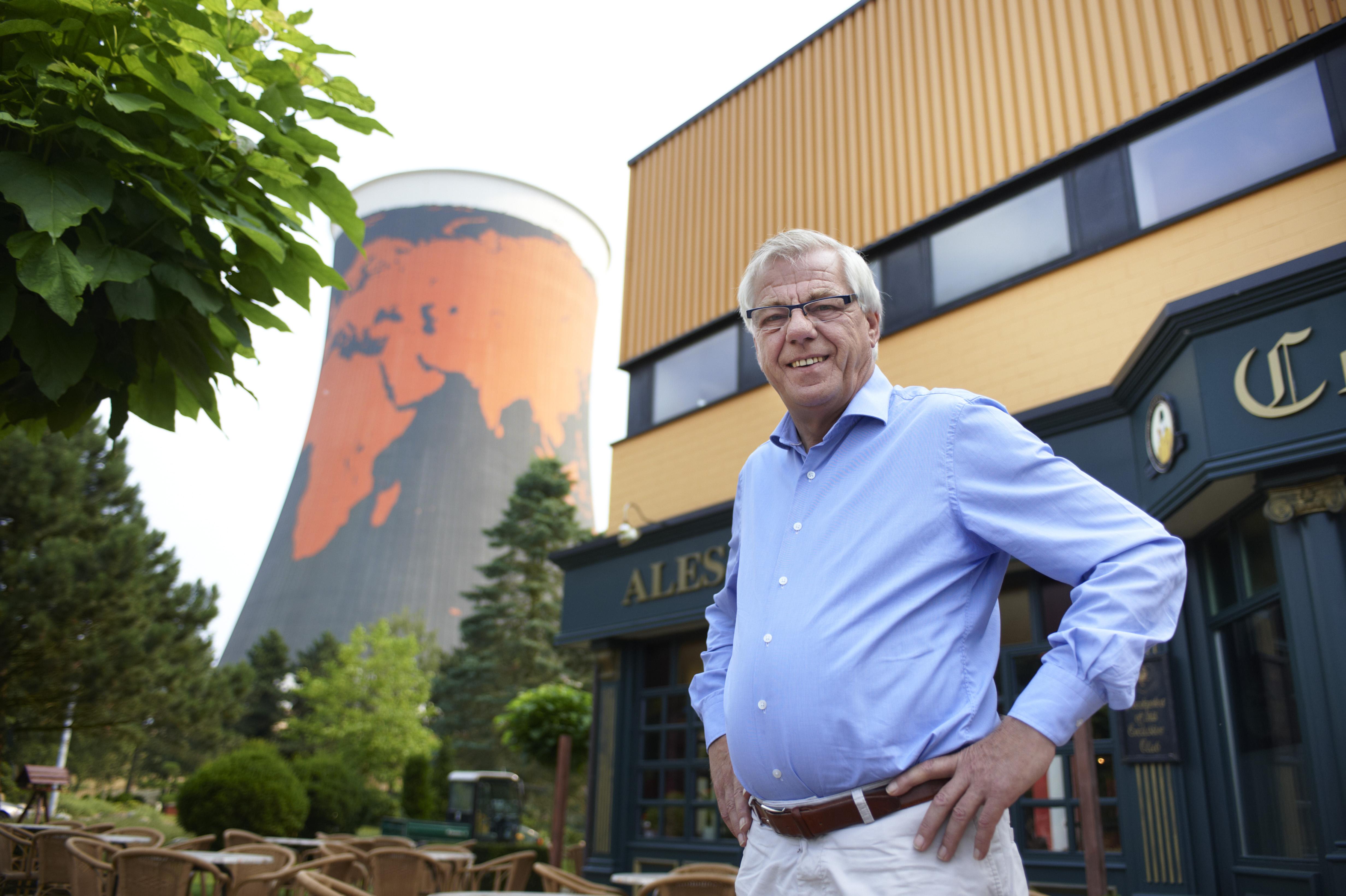 Hennie van der Most, bij zijn voormalige Duitse kerncentrale Kalkar die hij eerder omtoverde tot attractie.
