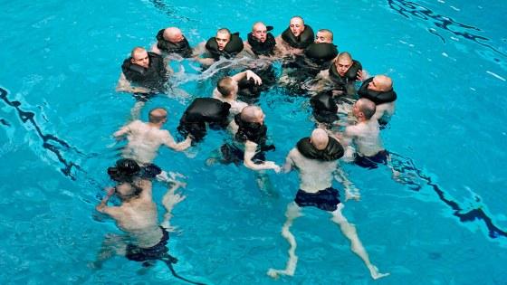 Mariniers in het Oostelijk zwembad
