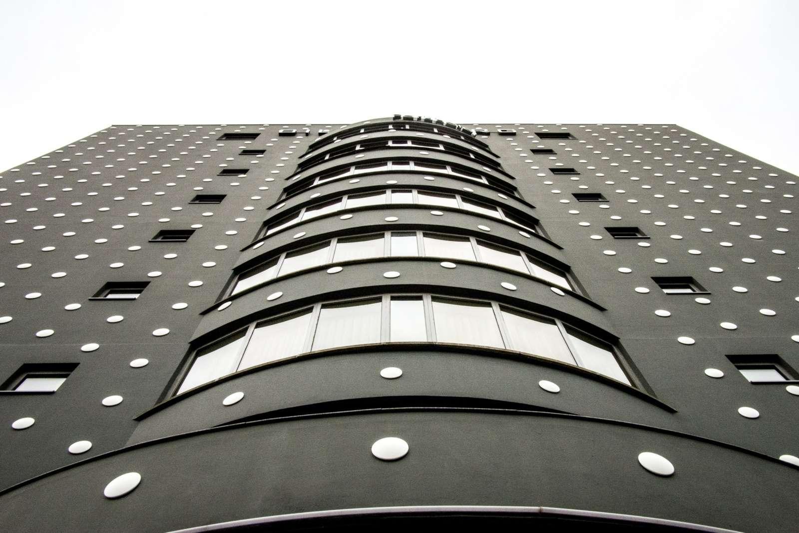 The Individual Parallel – Bilderberg Utopia van Willem Oorebeek
