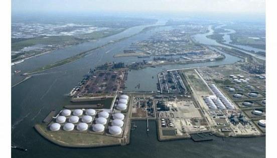 Olie in de Rotterdamse haven