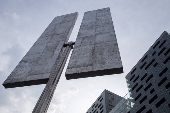 Two_Turning_Vertical_Rectangles_Rotterdam-7243897