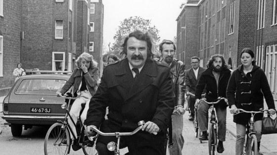 1975-588-vanderlouw