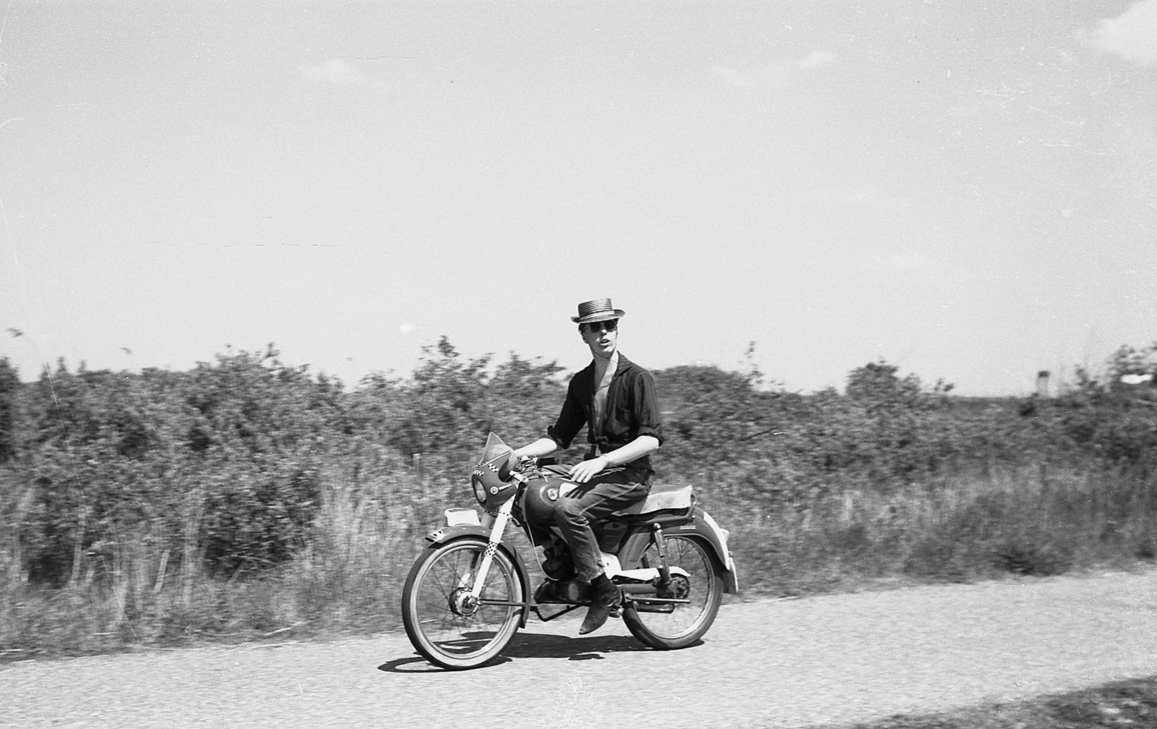 1960-Oostvoorne-weg-naar-groene-strand