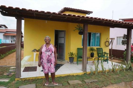 Maria-Auxiliadora-Souza-Araújo-voor-haar-huis