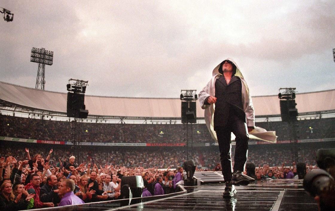 U2-Bono-1997-Cape-a