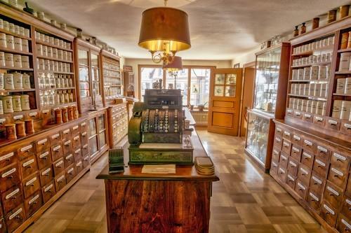 Pharmacy 1466674 1920.jpg