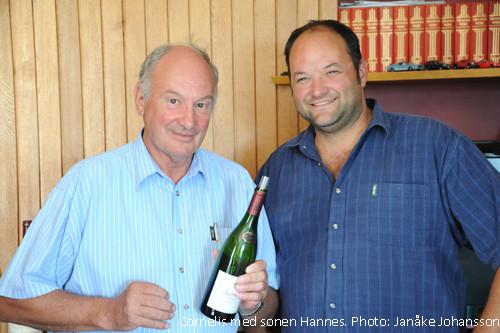 Cornelis med sonen Hannes driver Jacobsdal, ett vinhus utöver det vanliga.