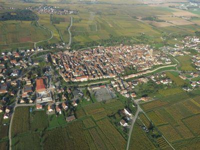 Bergheim från ovan där Gustave Lorentz nya vineri växer fram till vänster i bild.