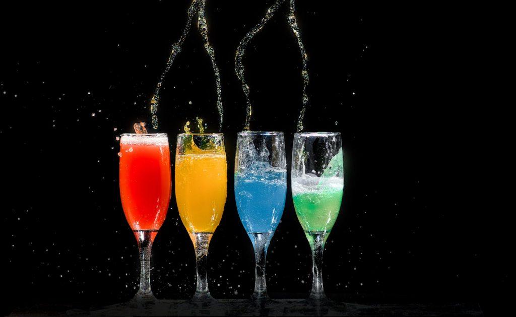 pexels-photo-1028637-champagnedrinkar-for-fest-vinbanken
