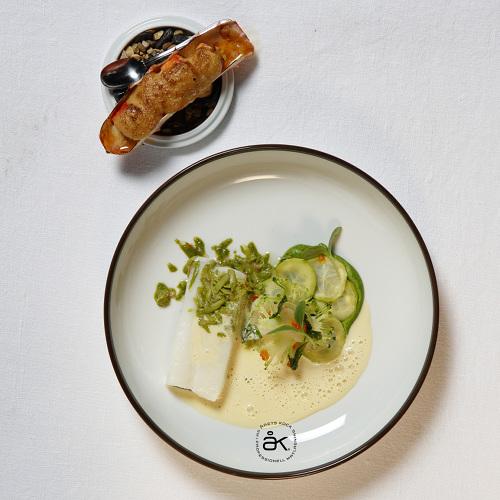 En av två tävlingsrätter som gav Jimmi Eriksson vinsten. Noribakad hälleflundra och gratinerad kungskrabba serveras med broccoli, soja och mandel. Foto: Per Erik Berglund