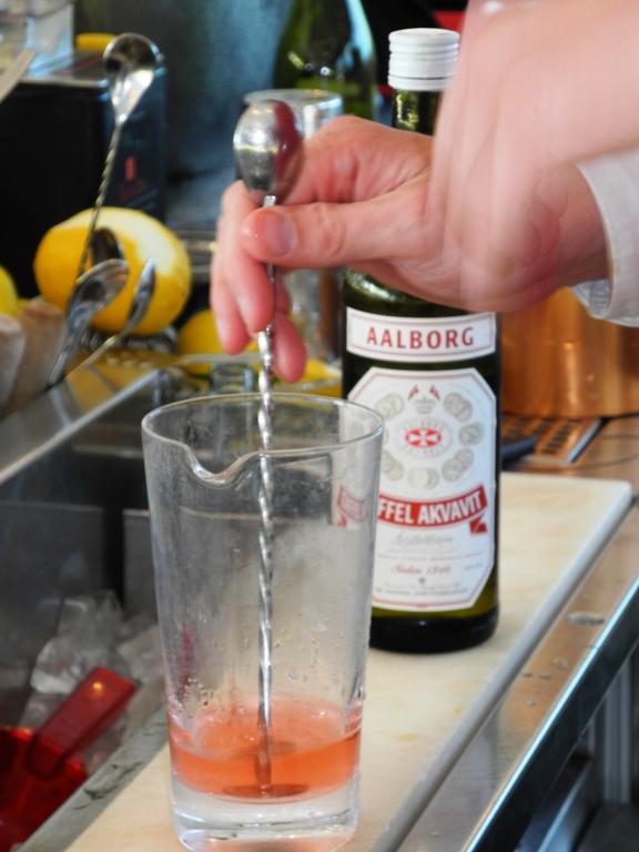 akvavit-drink-aalborg-taffel-gondolen-Gondolen-roed-Dansk-copy-vinbanken-4