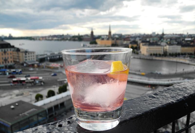 akvavit-drink-aalborg-taffel-akvavit-gondolen-roed-dansk