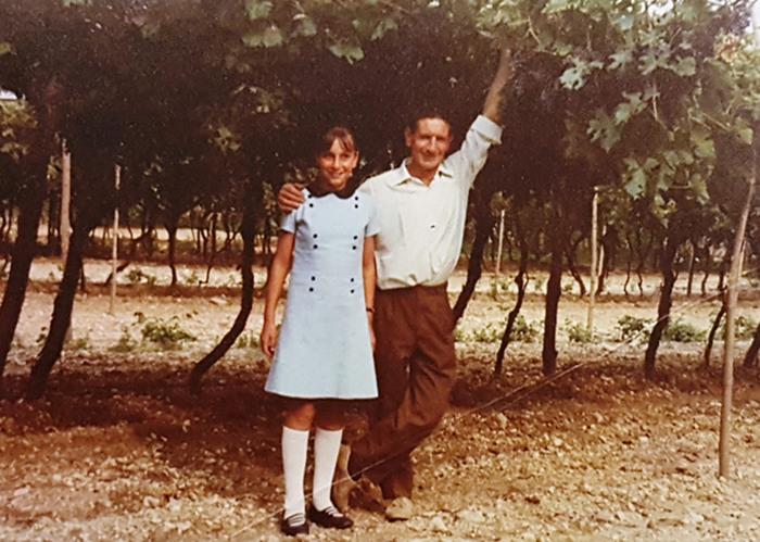 Marilisa Allegrini som idag driver Allegrinis verksamhet med sin bror Franco. Här tillsammans med sin pappa Giovanni Allegrini som grundade familjeföretaget.