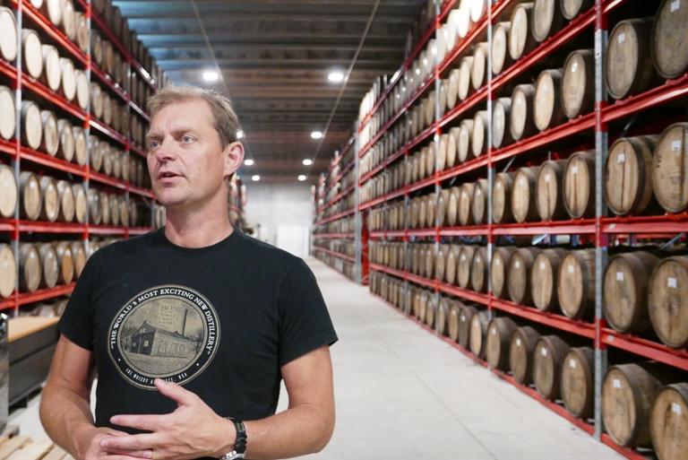 box-whisky-svensk-whisky-adalen-roger-malander-lagerkallare-vinbanken