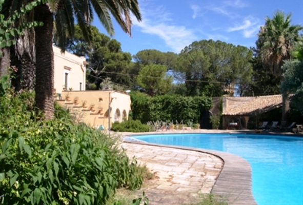 il-castelleto-pool-tradgard-vinbanken