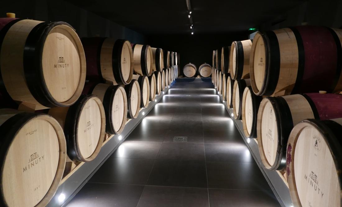 en-av-tva-kallare-rott-vin-chateau-minuty-vinbanken