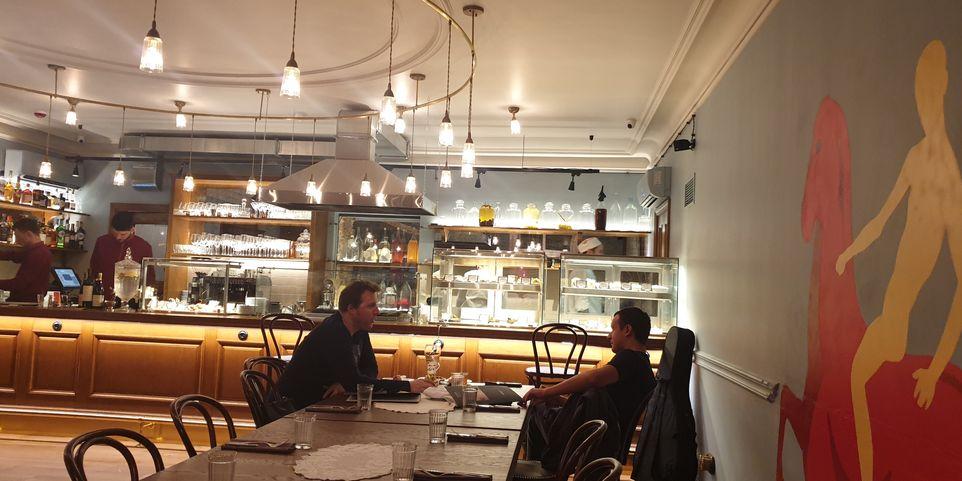 tapas-bar-restaurang-petrov-vodkin-sankt-petersburg-vinbanken