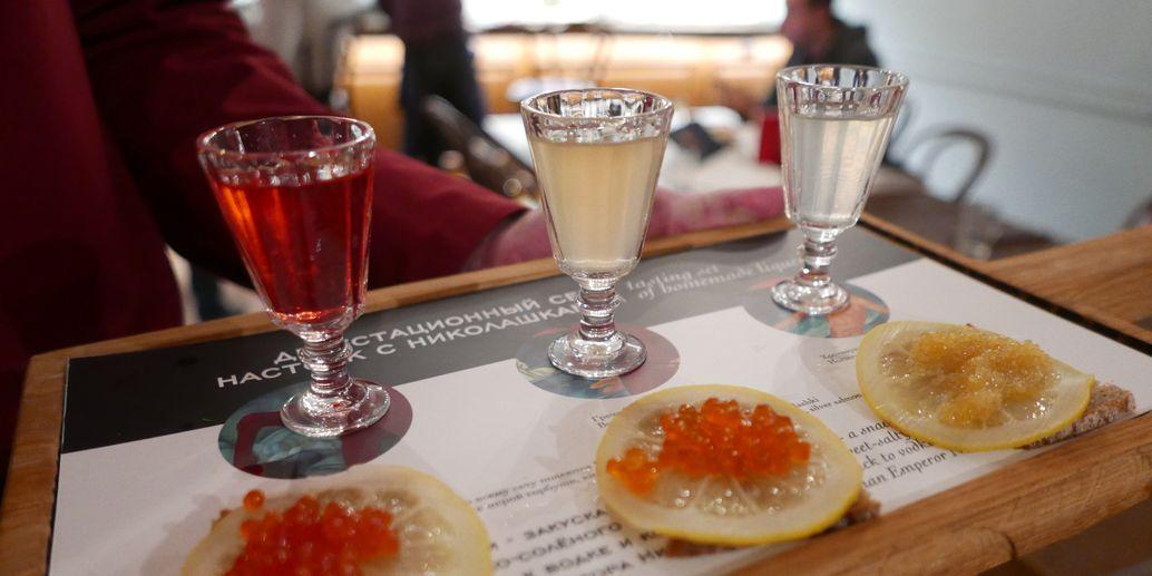 tre-smaksatta-vodka-till-tre-sorters-kaviar-petrov-vodkin-vinbanken