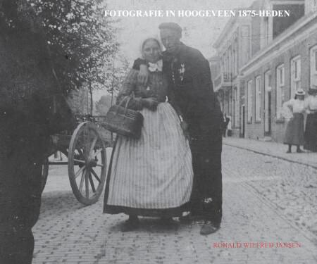 Cover Fotografie in Hoogeveen 1875-heden (paperback, z/w uitgave)