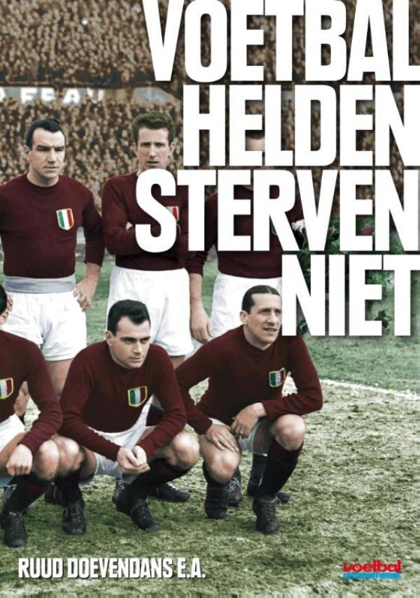 Cover Voetbalhelden sterven niet