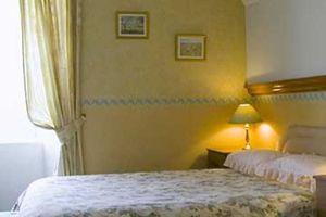 Large bedroom7220
