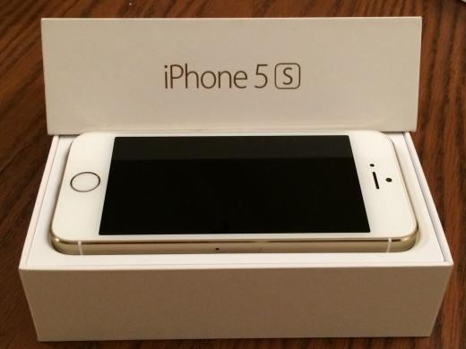 Phones, Mobile Phones & Telecoms in Ghazzeh - Brand new Apple iPhone 5s 64GB