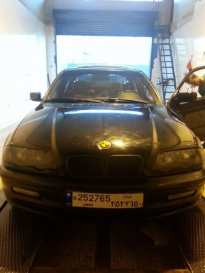 BMW in Jezzine - Bmw 323 new boy full options model 2000