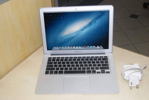 Computers & Software in Tripoli - MACBOOK AIR for sale used for 1 month ,