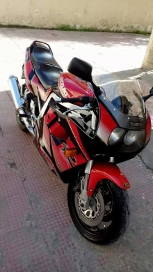 Motorbikes & Scooters in Achrafieh - Gsxr 1100 mod 1992 wra2 ma3rad Super new bike