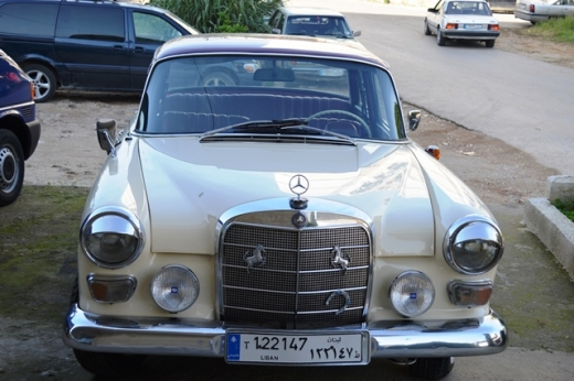 Cars in Dahr el-Ain - Mercedes Benz old-timer 1965