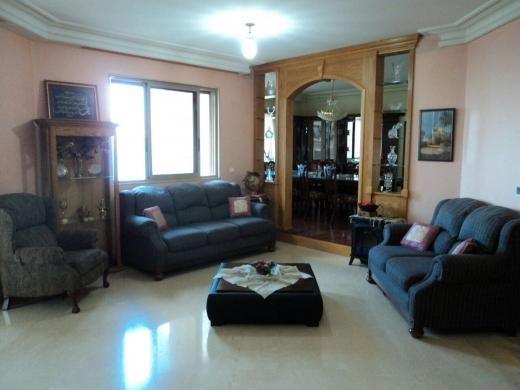 For Sale in Ain Mreisseh - شقة  مميزة مطلة على البحر مباشرة