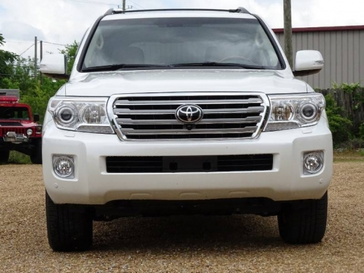 Cars in Beirut City - Clean Toyota Land Cruiser V8 2015 available for sale