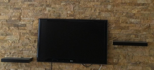 TV, DVD, Blu-Ray & Videos in Zalka - LG LED TV HD 41'' + wall stand