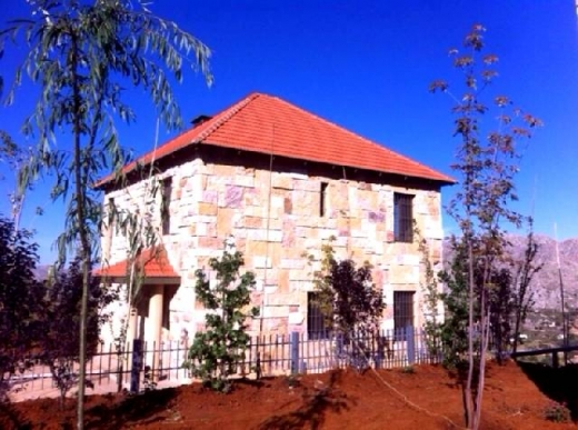For Sale in Laqlouq - Laklouk 300 m2 villa on a 1,000 m2 land in Laklouk for sale.