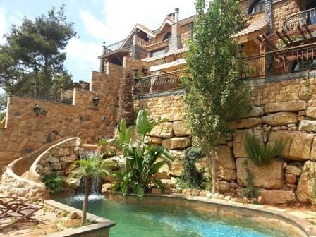 For Sale in Mansourieh - Bchamoun 390 m2 Triplex Villa for sale in Bchamoun (Open View )