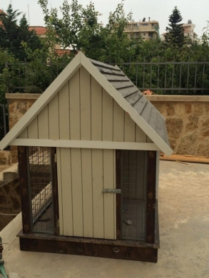 Equipment & Accessories in Hazmiyeh - Dog house (new)