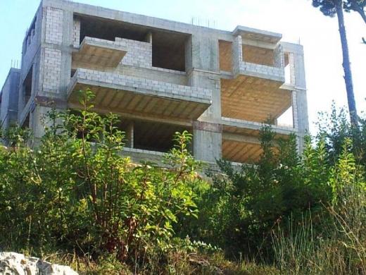 À vendre dans ainab - Ainab (Aley) 1,300 m2 villa on a 1,214 m2 land for sale.