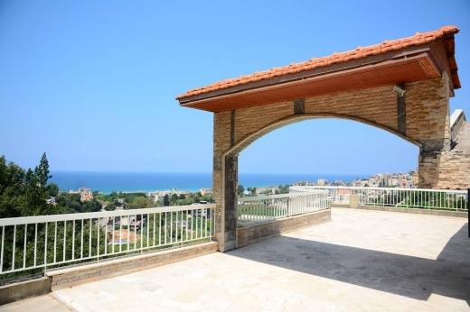 Land, Farms & Estates in Nahr Ibrahim - House for sale in Nahr Ibrahim